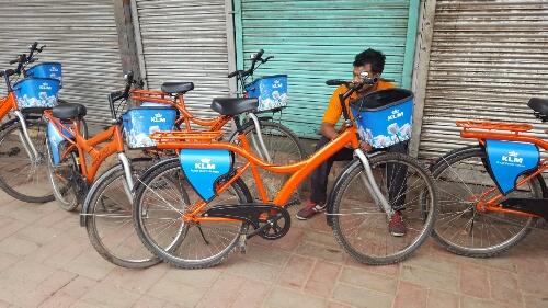 De eigenaar van het fietstourbedrijf is een Nederlander, vandaar die letters.
